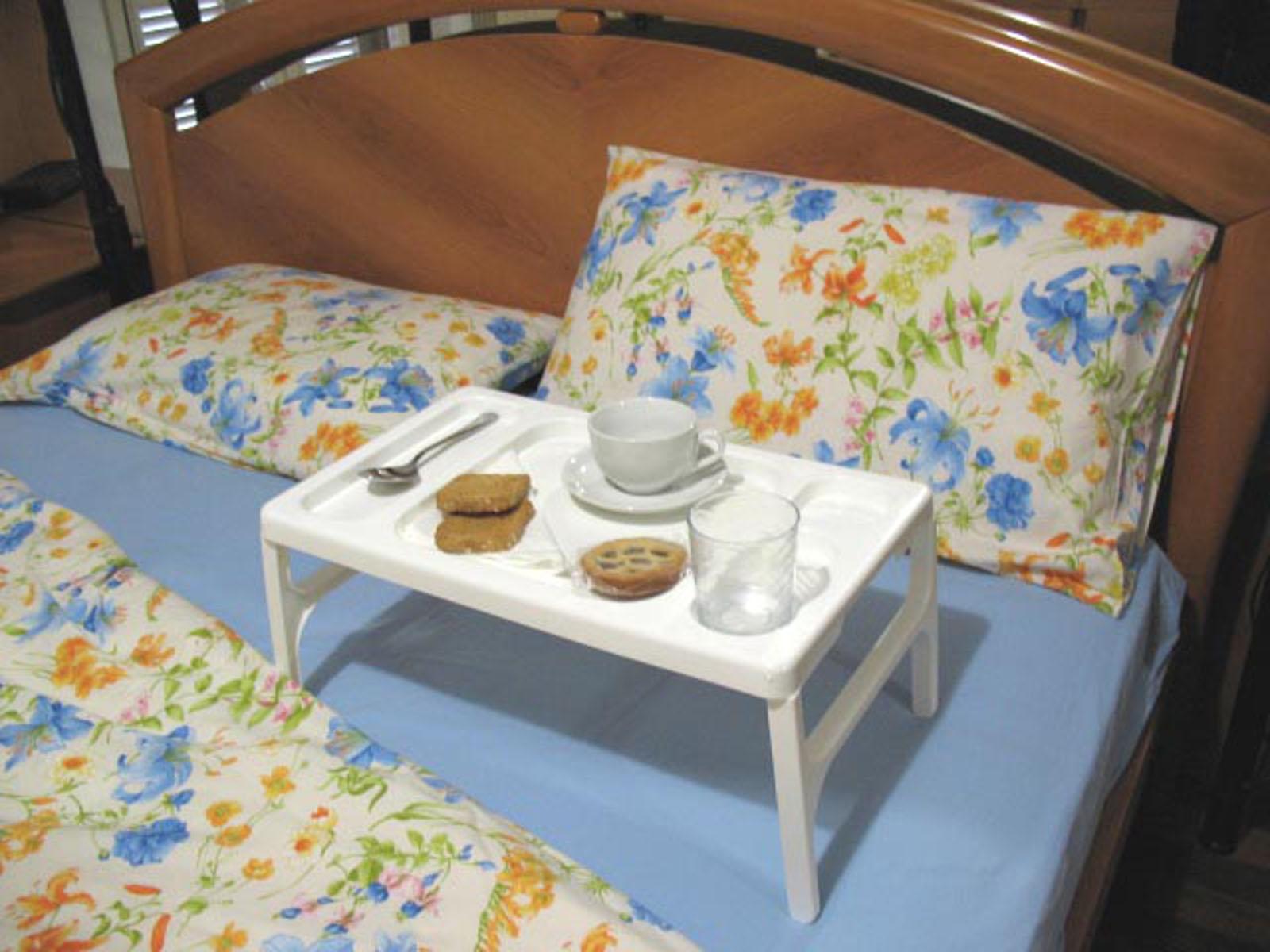Pratico vassoio tavolino multiuso pieghevole per - Vassoio per colazione a letto ...